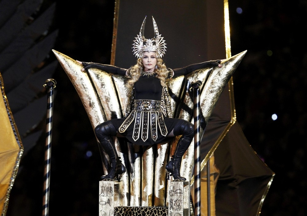 madonna-super-bowl-half-time-show-performance